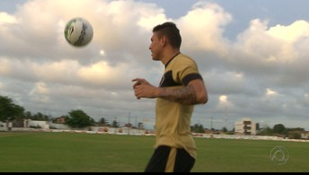 Rafael Oliveira treina sozinho na Maravilha  do Contorno para voltar a jogar em 2017