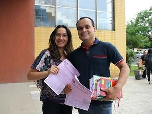 Márcia e Edmilson fizeram prova para Direito Tributário (Foto: Marcos Dantas/G1 AM)