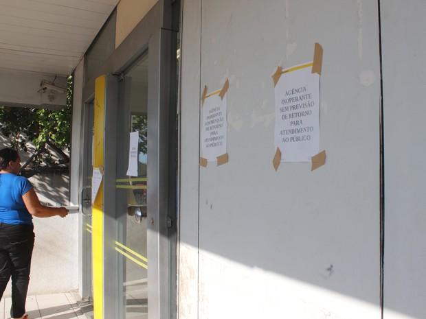 Banco sem funcionar na cidade de Castelo do Piauí (Foto: Gilcilene Araújo / G1 PI)