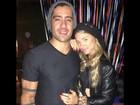 Ex-BBB Yuri e a namorada, Angela Sousa, curtem a noite carioca