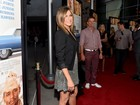 Grávida? Jennifer Aniston exibe barriguinha em première de filme
