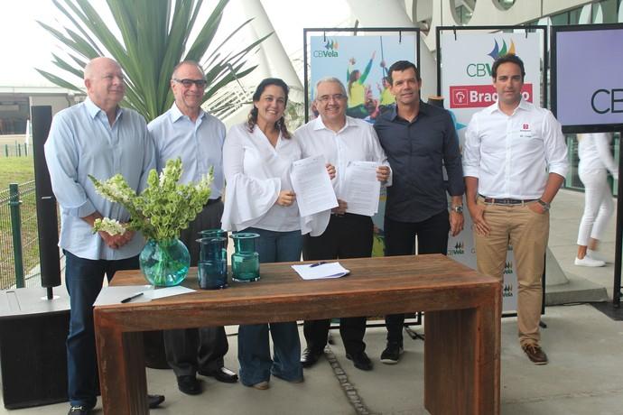Assinatura convênio BR Marinas e CBvela vela (Foto: Edu Chagas/ CBVela)
