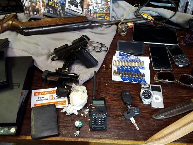 Material apreendido com suspeitos de participar de quadrilha (Foto: Polícia Civil/Divulgação)