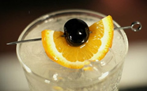 'Jan Collins': drinque com vodca e soda tem licor de laranja