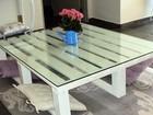 Aprenda a fazer uma linda mesa de centro usando estrados de madeira