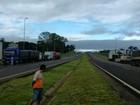 Caminhoneiros voltam a bloquear a BR-277 em manifestação pacífica