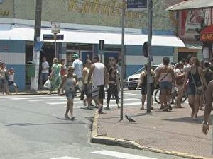 Comércio de rua em São Vicente é o maior da Baixada Santista (Foto: Reprodução/TV Tribuna)