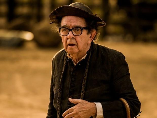 Ator Umberto Magnani interpreta o padre Romão na novela Velho Chico (Foto: Globo / Caiuá Franco)
