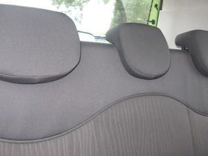 Os três apoios de cabeça no banco traseiro podem ser recolhidos para não prejudicar a visibilidade do motorista. (Foto: Milene Rios/G1)
