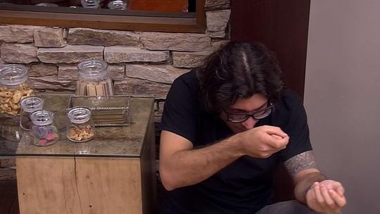 Ilmar diz que já 'derrubou' três brothers e Marcos brinca: 'Ainda bem que sou seu amigo'