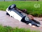 Motorista perde controle e carro cai em canteiro de rodovia em Rio Preto