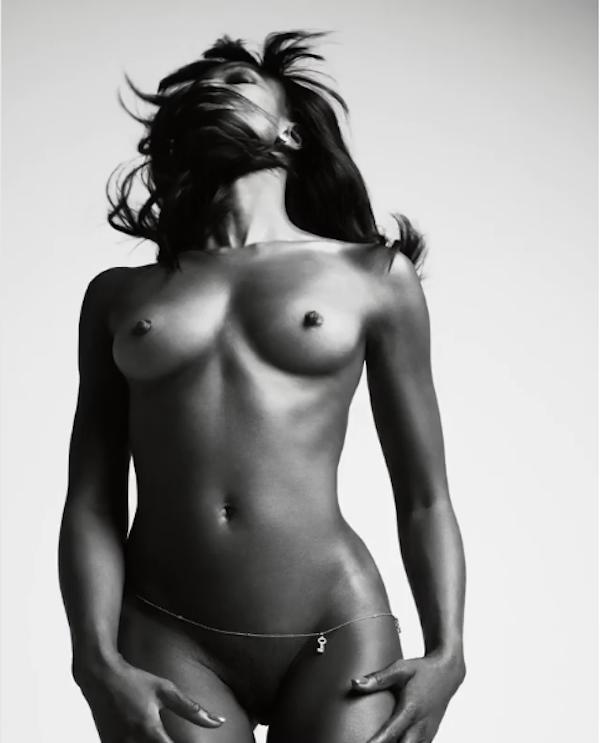 Um registro do ensaio da modelo Naomi Campbell para a revista Love (Foto: Divulgação)