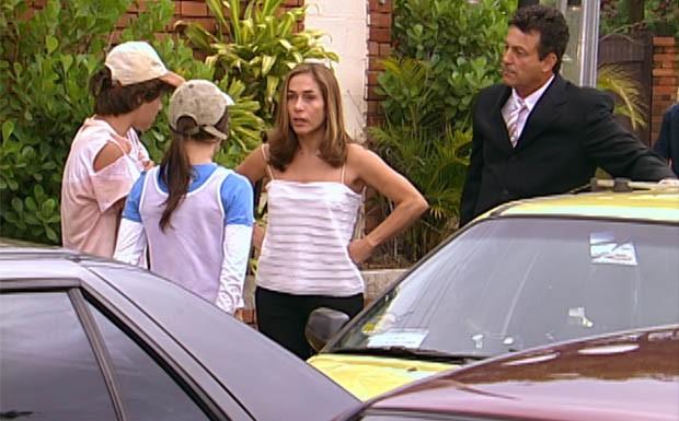 Marcelo e Beatriz veem Camila e Diogo no sinal