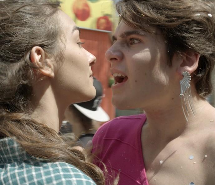 Parece que Rodrigo encarnou uma mulher com TPM (Foto: TV Globo)
