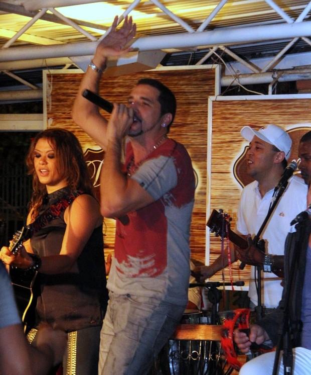 Latino em show no Rio (Foto: Marcus Pavão/ Ag. News)
