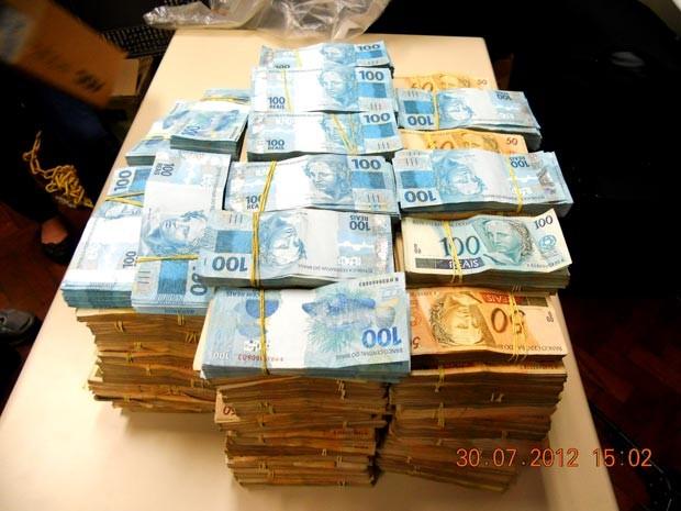 Dinheiro foi apreendido durante ação (Foto: Divulgação/Seseg)
