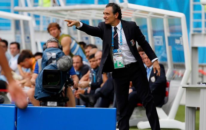 cesare prandelli italia x uruguai (Foto: Reuters)