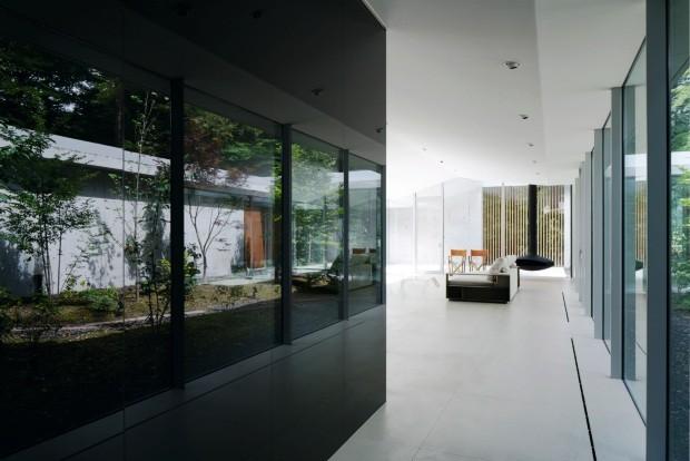 Luminosidade. No projeto do Assistant, o vidro escuro reflete o exterior (Foto: Daici Ano / Assitant / Divulgação)