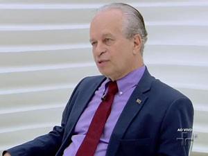 Ministor da Educação, Janine Ribeiro, em entrevista ao programa 'Roda Viva', na TV Cultura (Foto: Reprodução/TV Cultura)