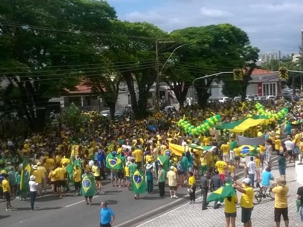 Protesto em Taubaté - 13/03 (Foto: Poliana Casemiro/ G1)