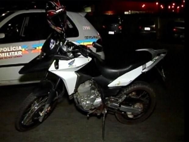 Motocicleta foi roubada em Araújos, segundo a PM (Foto: Reprodução/TV Integração)