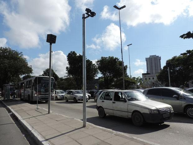 Equipamento foi instalado na Agamenon Magalhães próximo do Hospital Português (Foto: Katherine Coutinho/G1)