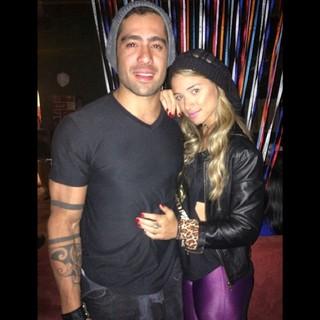 Ex-BBB Yuri e a namorada, Angela Sousa, em festa no Rio (Foto: Instagram/ Reprodução)