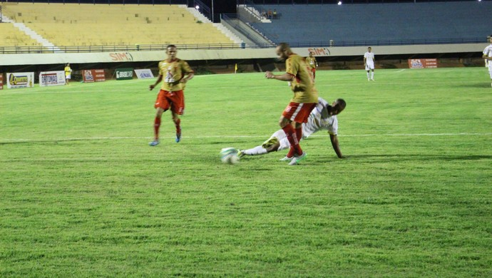 Palmas vacilou no segundo tempo e sofreu a virada (Foto: Edson Reis/GloboEsporte.com)