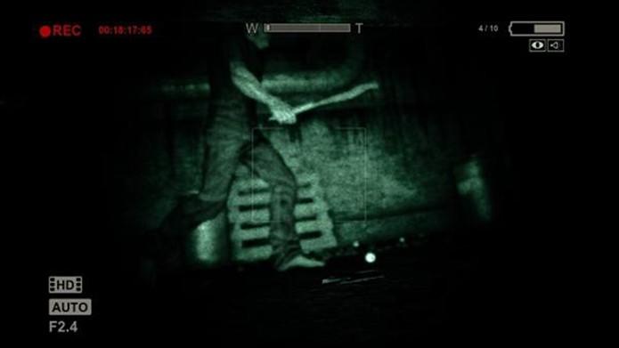 outlast-se-escondendo-embaixo-da-cama