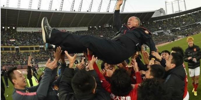 Felipão conquista o título chinês (Foto: Reprodução)