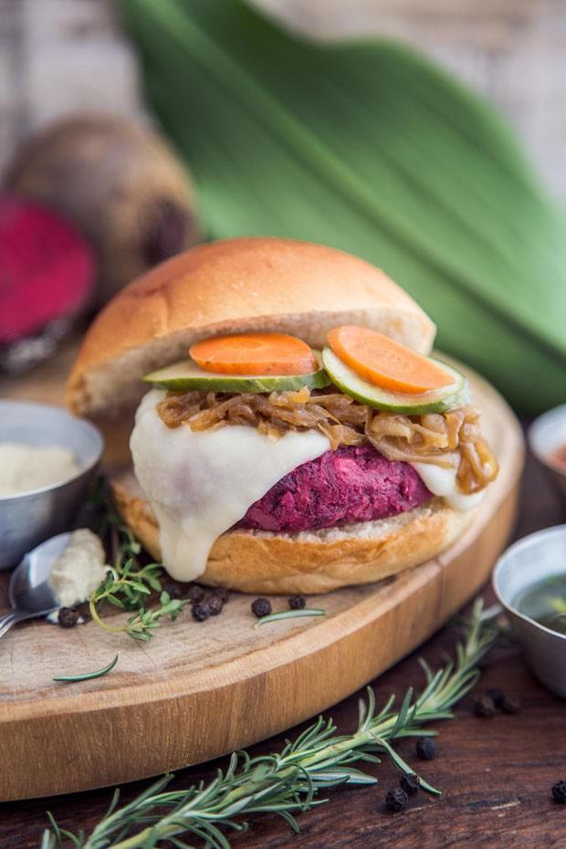 2 hambúrgueres vegetarianos para fazer no fim de semana (Foto: Divulgação)