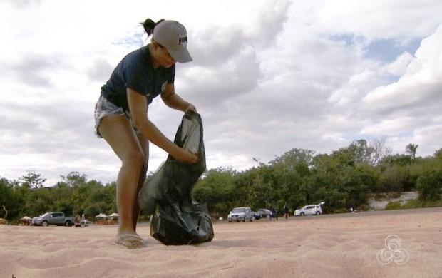 Grupo de voluntários limpam balneários de Boa Vista (Foto: Bom Dia Amazônia)