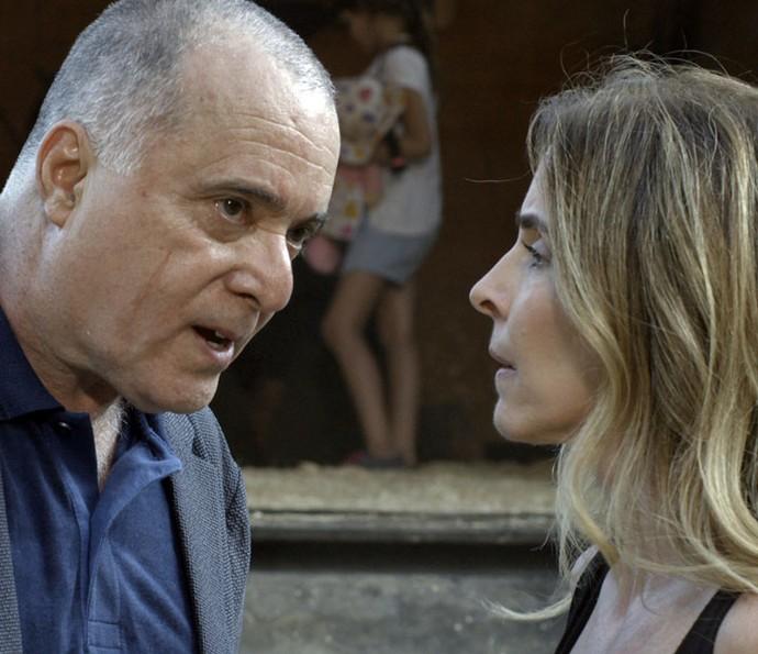Zé Maria resgata Kiki (Foto: TV Globo)