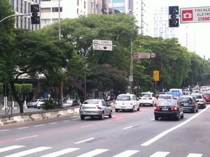 Semáforo apagado na Zona Oeste de São Paulo. (Foto: André Paixão/G1)