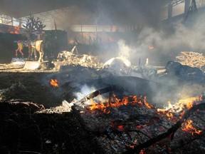 Incêndio em pavilhão destruiu material do Natal Luz de Gramado (Foto: Cleiton Thiele/Agência RBS)
