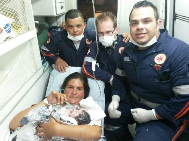Equipe do Samu realiza parto de emergência e salva bebê (Foto: Divulgação / Samu Itapetininga)
