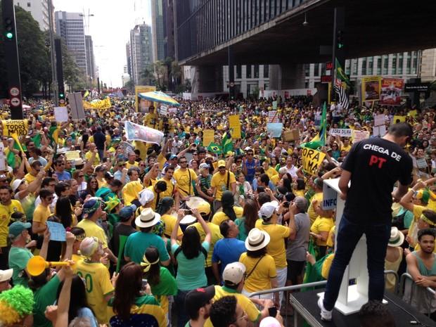 Manifestação em frente ao Masp, na Avenida Paulista (Foto: Isabela Leite/G1)