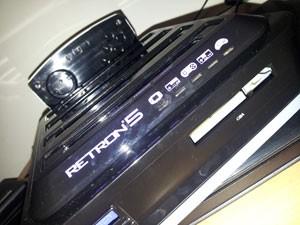 Novo modelo do Retron 5 será compatível com o adaptador do Mega Drive para jogos de Master System (Foto: Divulgação/Hyperkin)