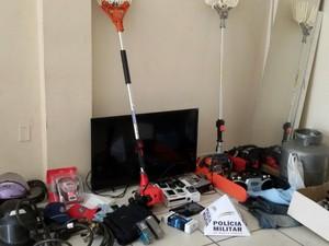 Material da loja arrombada em Conselheiro Pena foi recuperado em Ipatinga (Foto: Divulgação / PM)