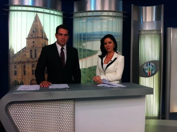 Délio Pinheiro e Patrícia Vieira apresentam as notícias da região no MG Inter TV 1ª Edição (Foto: Henrique Corrêa/G1)