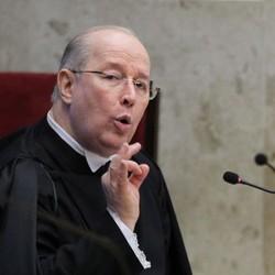 Ministro Celso de Mello, decano da Corte, discursa durante a posse da ministra Cármem Lúcia na presidência do STF (Foto: Ailton de Freitas / Agência O Globo)