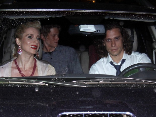 Leticia Spiller chega a sua festa de aniversário  (Foto: Ag.News)