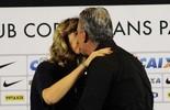 Esposa surpreende Tite, faz pergunta em entrevista e recebe beijo ao vivo (Marcos Ribolli)