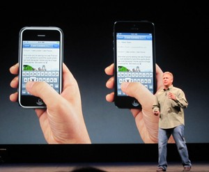 Phil Schiller, executivo da Apple responsável por iOS, fala do novo iPhone (Foto: Laura Brentano/G1)