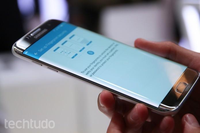 S7 Edge tem preço bem inferior com configurações e recursos muito parecidos com os do Note 7 (Foto: Fabrício Vitorino/TechTudo)