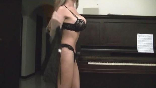 Rita Tibes, a pianista sexy (Foto: Video/Reprodução)