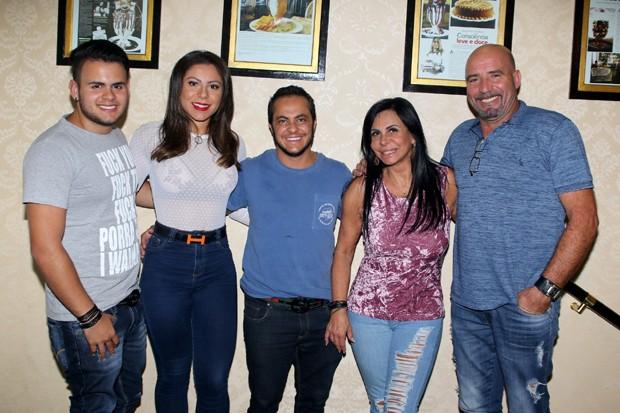 Gabriel, Andressa, Thammy, Gretchen e Carlos (Foto: Thiago Duran/AgNews)