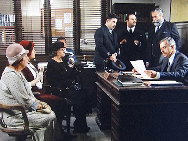 Beatas vão prestar depoimento na delegacia (Foto: Gabriela/TV Globo)