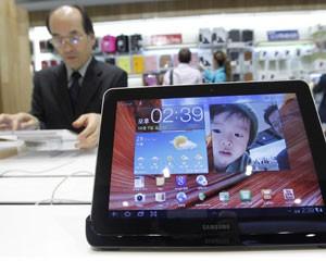 Tablet Galaxy Tab 10.1, da Samsung, é exposto em loja em Seul, na Coreia do Sul  (Foto: Jo Yong-Hak/Reuters)