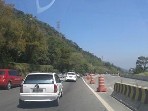 Motoristas estão tendo que ter paciência para descer a Serra de Petrópolis (Foto: Cíntia Carvalho)
